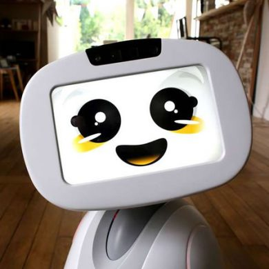 Buddy robot in huis