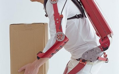 Muscle Suit exoskeleton uit japan