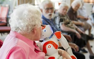 Ouderen vetrouwen robot snel