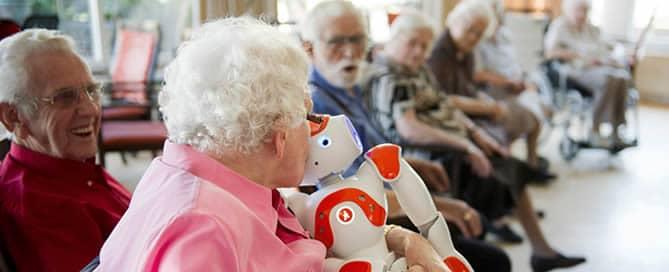 Ouderen vertrouwen robot snel