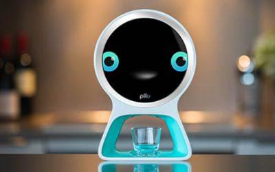 Pillo desktoprobot met medicijndispenser