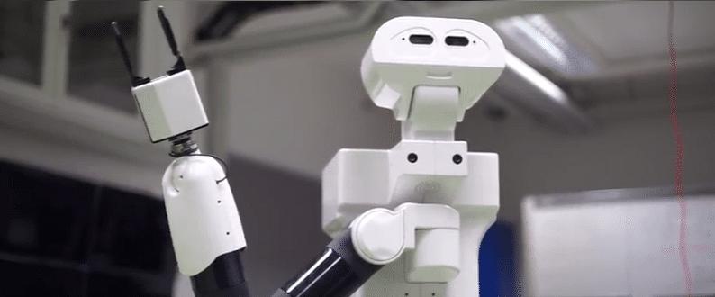 Service robot TIAGo ondersteunt mensen met MCI