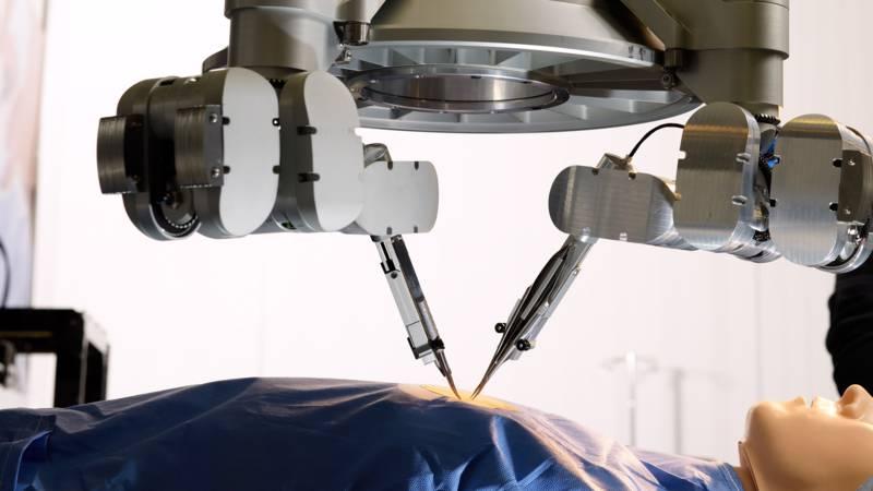Eerste super-microchirurgische ingreep met robothanden