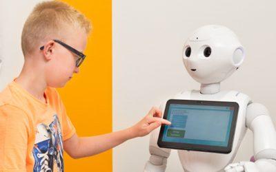 Sociale robot ondersteunt kinderen bij het ziekenhuisbezoek