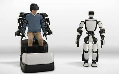 Menselijke T-HR3 robot van toyota ondersteunt mensen in dagelijkse leven